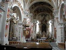 L'interno in stile barocco della Basilica di Santa Maria Assunta dell'Abbazia