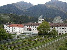 Veduta dell'Abbazia con il Giardino
