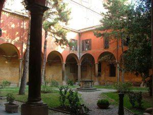 Il Conservatorio di Musica Giovan Battista Martini a Bologna, già Convento degli Agostiniani di San Giacomo Maggiore,  chiostro