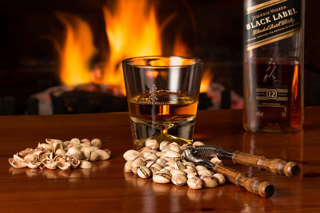 bere whisky fa male